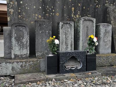 飯盛女の墓碑